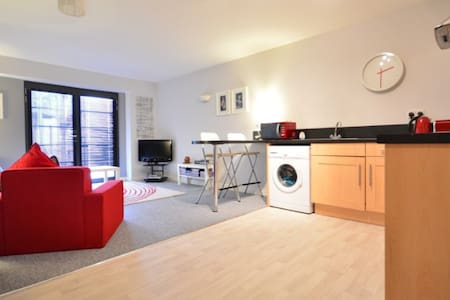 Self contained Modern apt - Nottingham