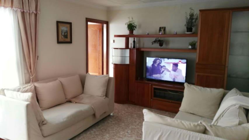 Hab en piso con vistas a la montaña - Terrassa - Appartement