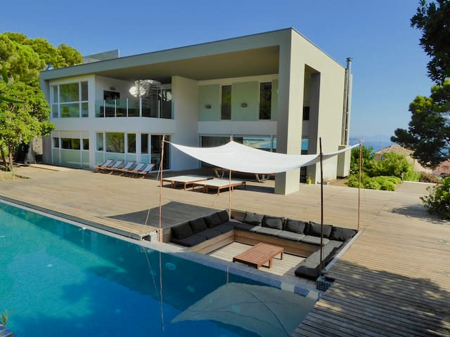 Luxurious  Sea-views  Beach walking distance  Golf