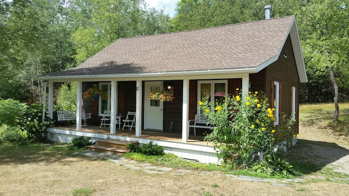 Harmony Hollow Cottage with 50 acre Camping Space
