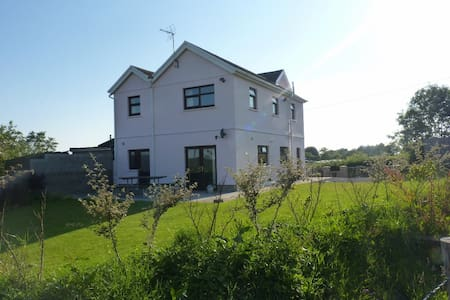Ty Gwyneth: Spacious, modern and in rural location - Cefn Cribwr - Haus