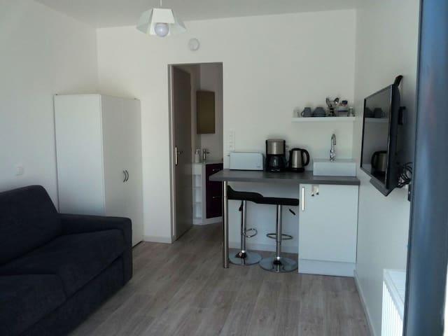Studette 13 m2 très proche de La Rochelle