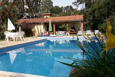 Casa com piscina  wifi  tv a cabo  cond seguro