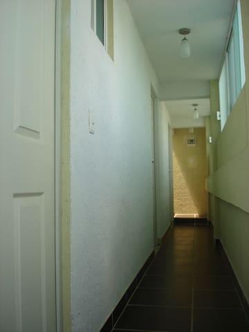 Habitación Estudio entrada ildependiente
