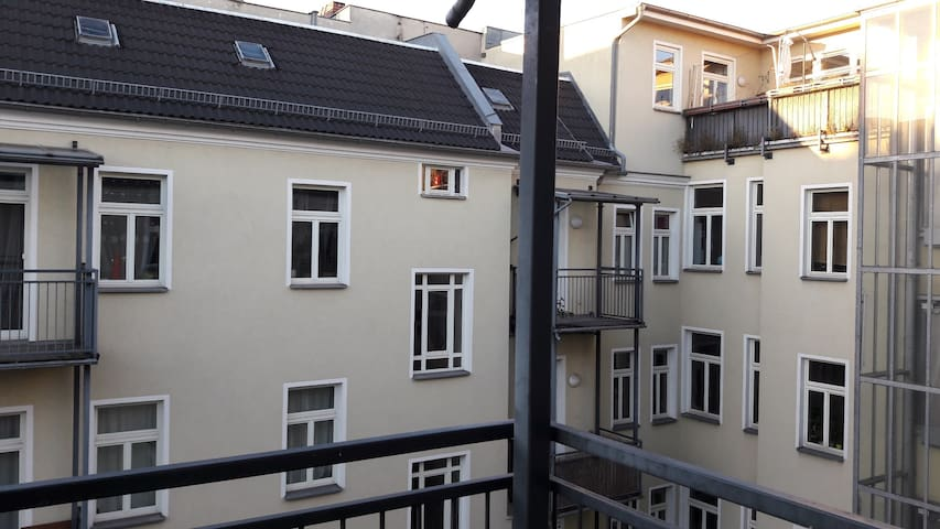 Apartment in Prenzlauer Berg w/ balcony - Berlin - Ev
