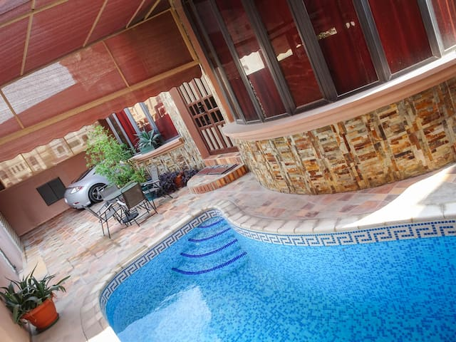 Luxury villa with private swimming pool in Hidd