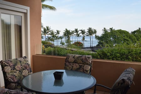 Oceanview Beachfront Condo Sleeps 6 - Kailua-Kona