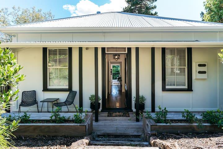 RENOVATED: Charming Villa close to Onetangi