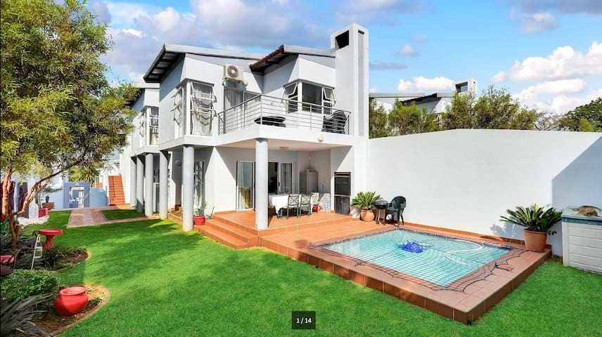 Private room in safe complex with private access - Randburg - Ev