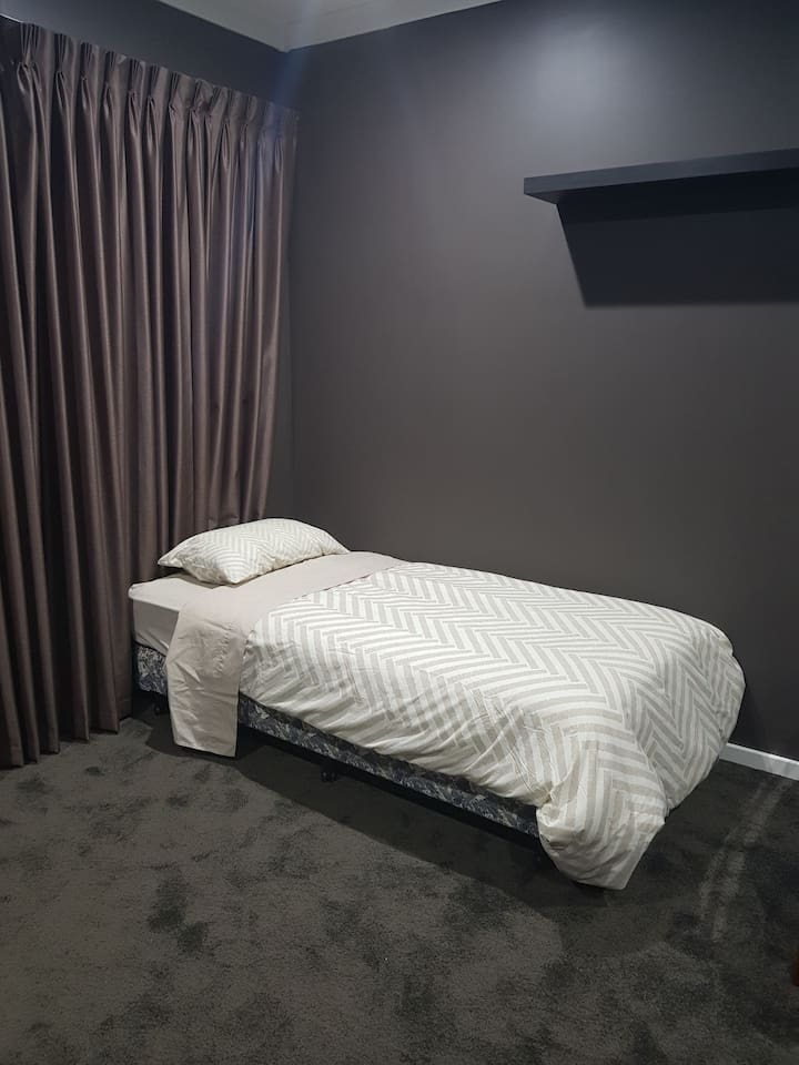 Shared room in share house close to fremantle Bed1
