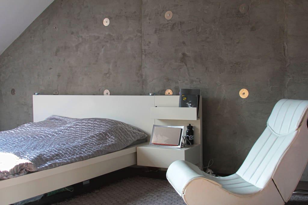 2nd floor bedroom, 160x200 cm platform bed, exclusive concrete wall