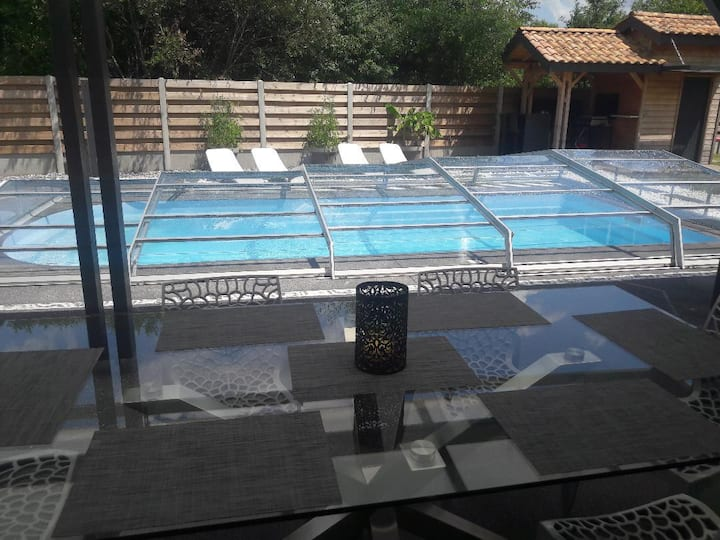Maison 5 chambres piscine, ping pong, boulodromme