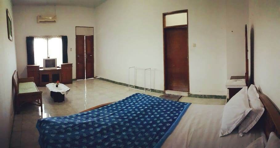 Wisma Bhinneka,Hostel with Budget room in Denpasar