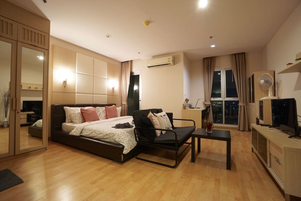 Studio room with king sized bed and sofa bed