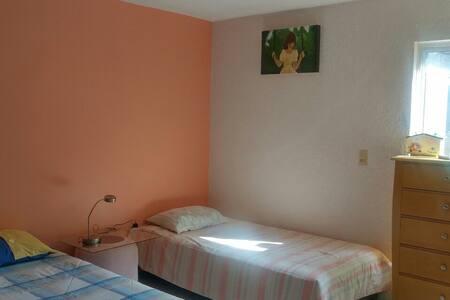 Habitación -Residencial- Cerca del Centro/UAQ.