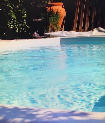 Villa indépendante avec piscine 10 à 12 personnes - Villeneuve-de-Berg - Huis