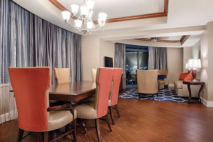 ★ STAY IN A 2 BEDROOM PRESIDENTIAL SUITE ★