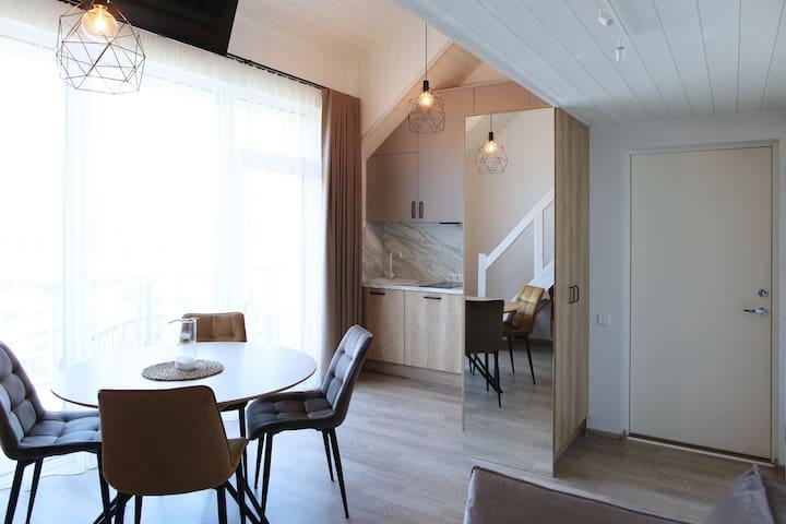 Naujai įrengtas  erdvus butas šalia jūros ir miško