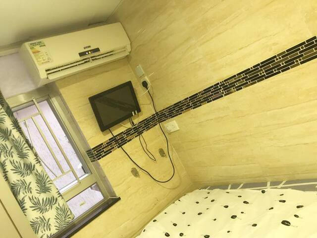 Mongkok /MTR/Bus/double bed with window