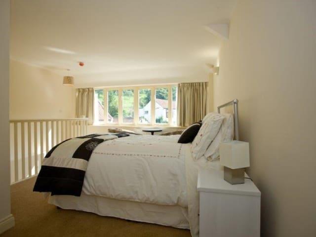 Willow 1 Bedroom-Apartment-Luxury-Private Bathroom