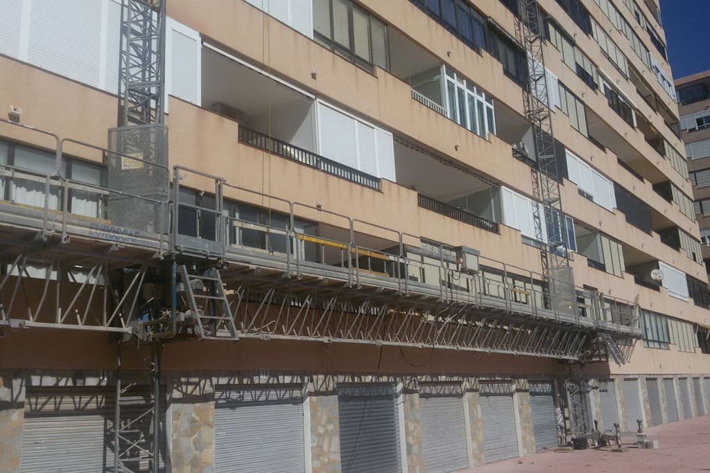 From 29 April they start to remodelate some areas from the facade . Desde el 29 de Abril estan restaurando algunas partes de la fachada.