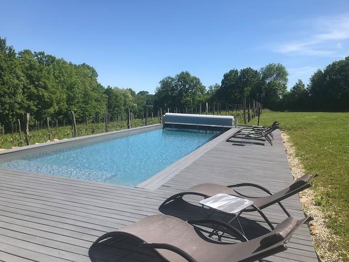 Gîte avec piscine & jacuzzi (2-4 personnes) 60 m2.