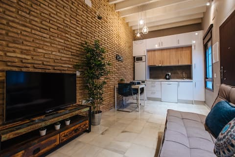Stylish apartment in Triana (with parking)