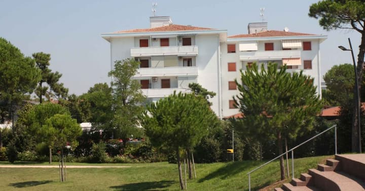 apt for 2+2 persons with a/c in Bibione R82074