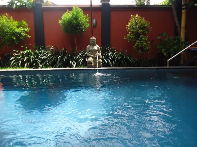 Rumah Dua - Studio Apartment - self catering- pool - Sanur - Apartament