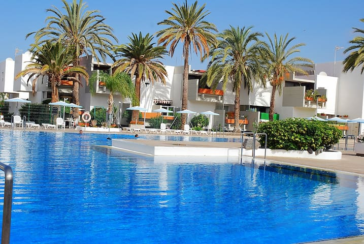 Oferta especial apartamento tenerife sur condominiums for Apartamentos en el sur de tenerife ofertas