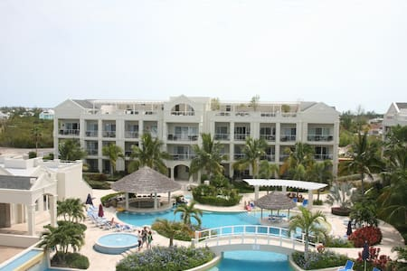 Spacious 1 BDRM/1.5 Bath Condo in Gated Resort