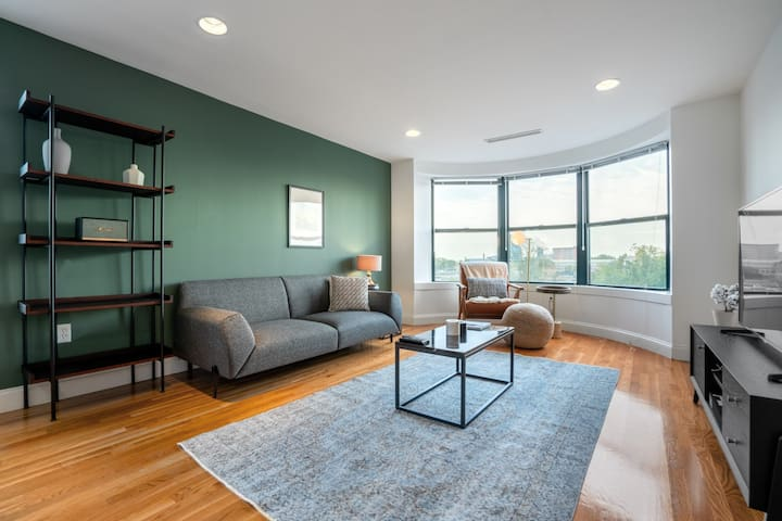 Fenway 1BR w/ Doorman + W/D near Green Line, by Blueground