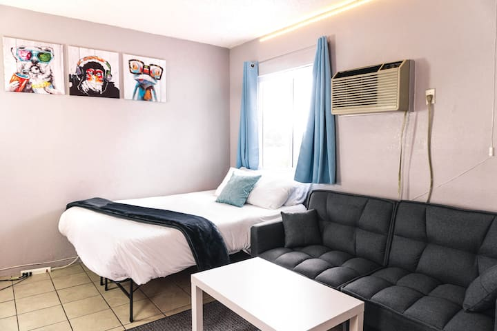 *Strip View & Conventions Center * Sleeps 4!