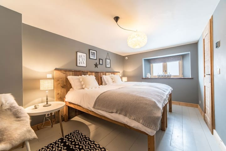 Downstairs ensuite twin with additional single bed available
