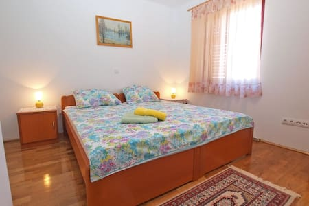 """1211"" Apartment for 4 people - GREEN - Vinkuran"