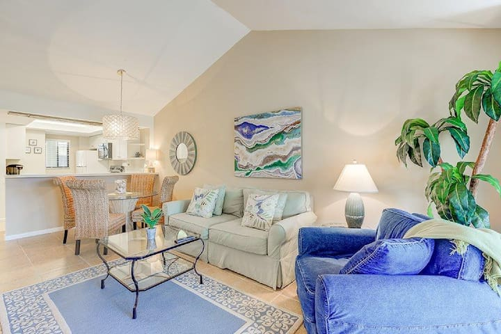 SPACIOUS, BRIGHT CONDO AT WILD PINES IN BONITA BAY
