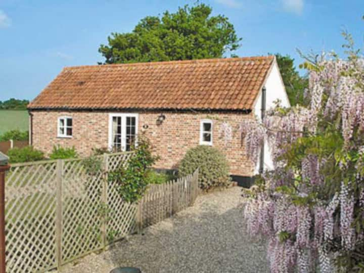 Beekeepers Cottage (W41193)
