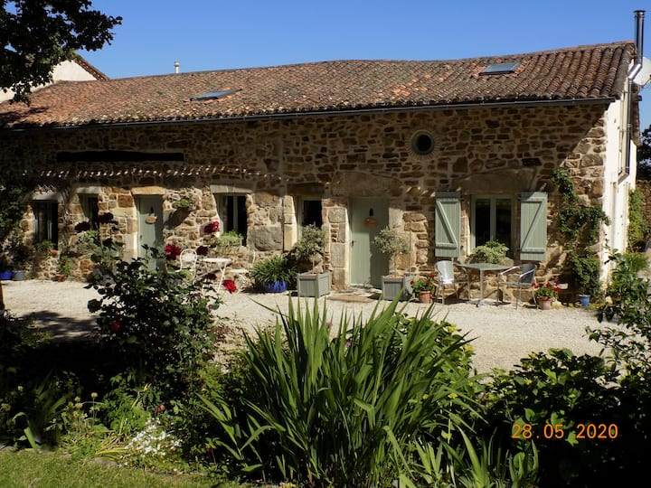 Lovely rural gite with pool & tranquility
