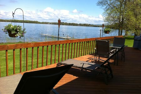 Expansive 3 BR 2 Bath Lakefront Home-Dog Friendly - North Hero - Hus
