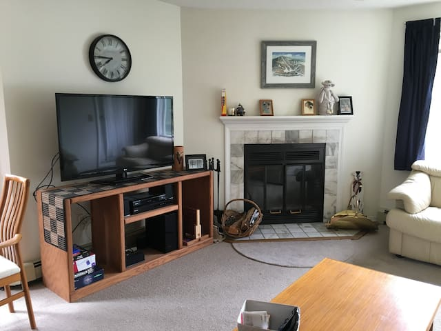 Pico Sports Village - 3BR/2 Bath Ski On/Ski Off - Rutland