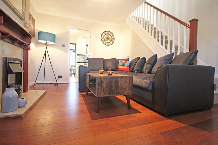 ★The Barwoods★Modern Spacious Home in Chester★