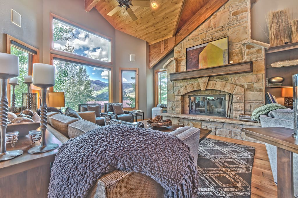 Spacious Living Room with Beautiful Hardwood Floors, Cozy Mountain Furnishings, HD TV/DVD, and Fireplace