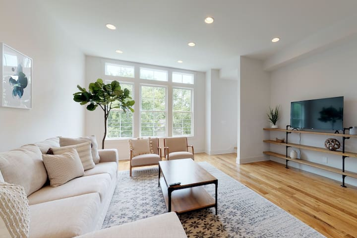 Sleek, new townhome only 10 minutes to Broadway!
