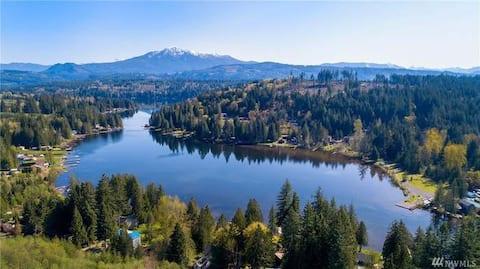 Snohomish Area Lakeside Retreat @  Lake Roesiger