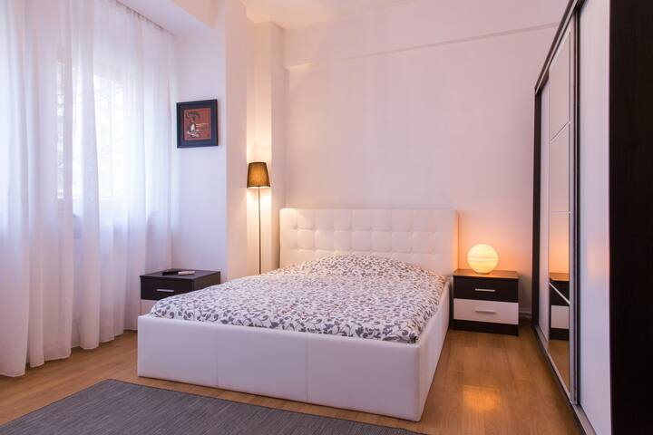 City Center Spacious Studio - București - Apartment
