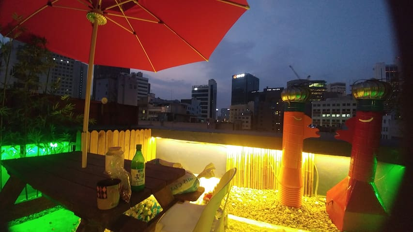 Myeongdong Triple Room(Double bed*1+Singer bed*1)