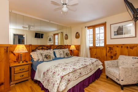 Country Charm B&B - Adjoining Rooms - Dysart and Others