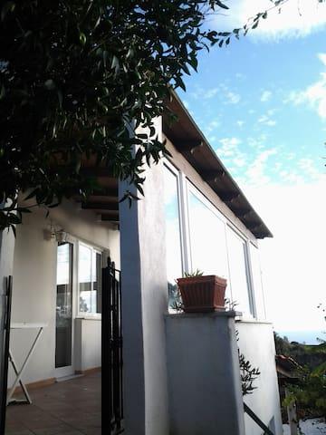 Ampio monolocale con terrazzo - Barano D'ischia - Haus