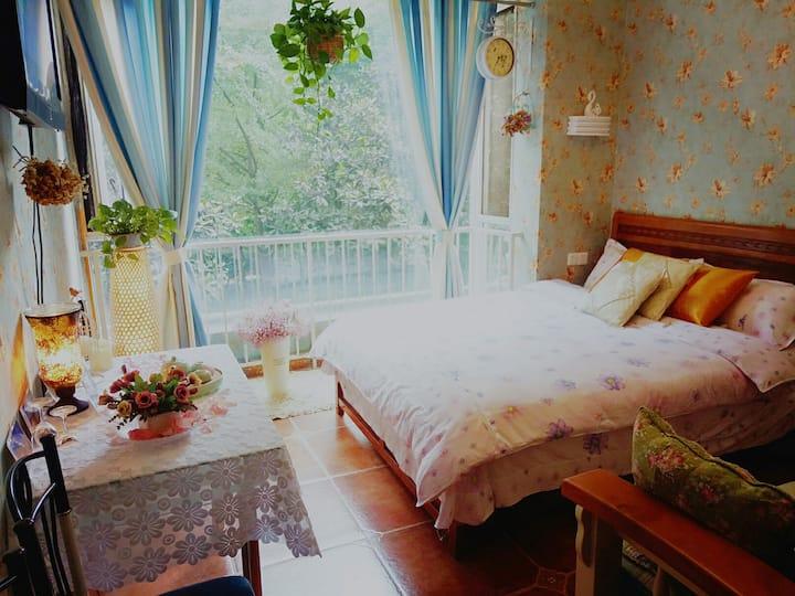 紧邻磁器口 川外 重庆大学 三峡广场  地铁  重庆西站 品质小区区温馨大床房