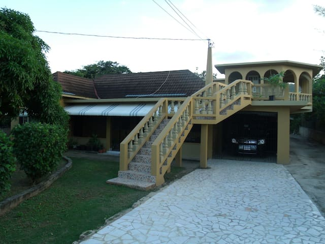 Lee's Bed and Breakfast - Montego Bay - Casa